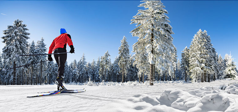 Cross-country skiing on the langlauf trail