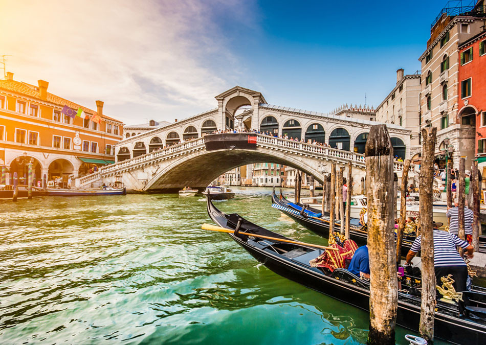 Book Canal tours through the streets of Venice