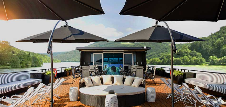 Relax on the Deck Lounge