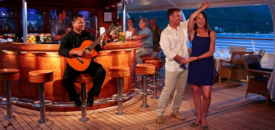 Yacht Bar Dancing